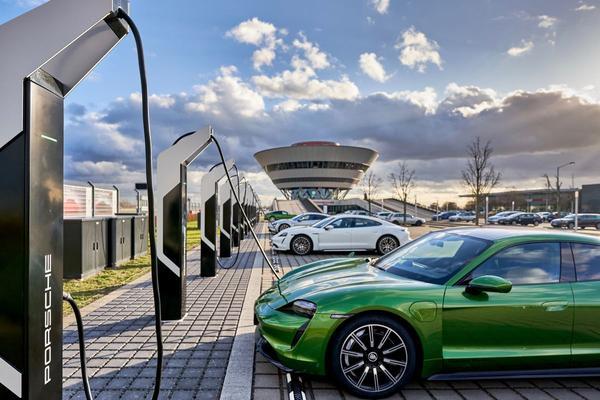 Duitse auto-industrie haalt laadpaal-doel twee jaar eerder