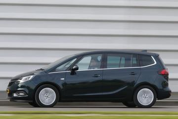 Opel met bezem door Zafira-gamma