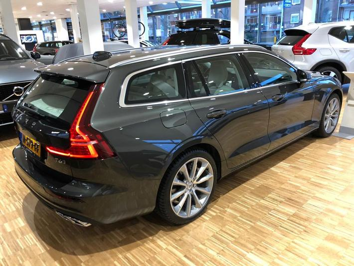 Volvo V60 T6 Recharge AWD Momentum Pro (2020)