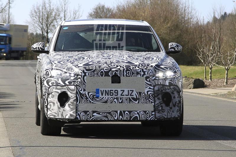 Jaguar F-Pace SVR Spionage