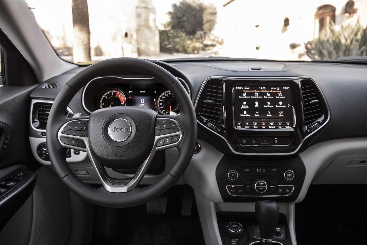2016 - [Jeep] Cherokee restylé - Page 2 Qz5y8elba4fn