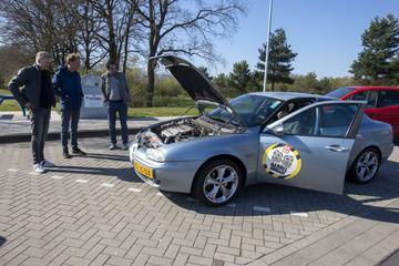 Hogesnelheidstest op de Autobahn - Barrelbrigade