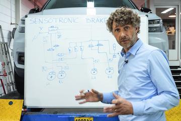Sensotronic Brake Control – Cornelis schetst