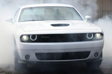 Dodge trekt doek van nieuw dragrace-monster