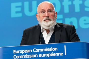Timmermans wil meer vaart achter elektrisch rijden in Europa