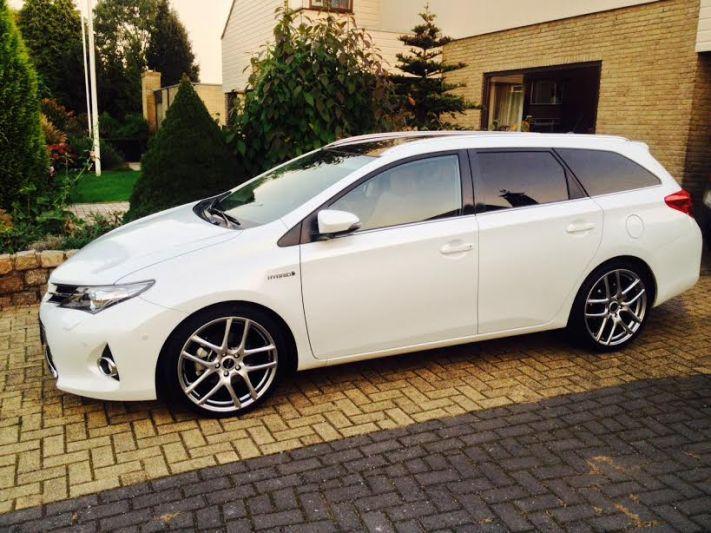 Toyota Auris Touring Sports 1.8 Hybrid Lease Plus (2014)