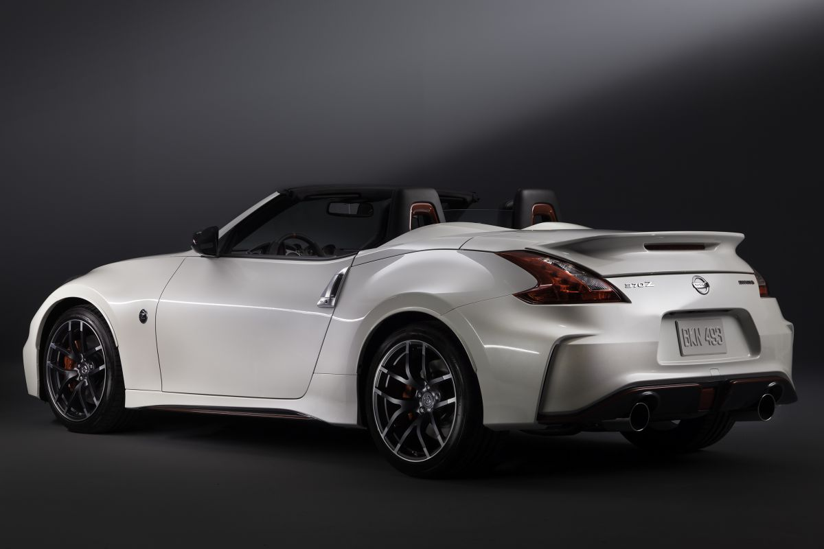 nissan peilt enthousiasme voor 370z nismo roadster. Black Bedroom Furniture Sets. Home Design Ideas