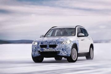 BMW belicht aandrijflijn iX3