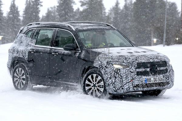 Mercedes-Benz EQB maakt eerste sneeuwmeters
