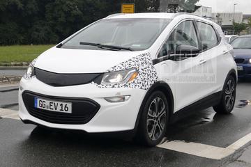 Opel Ampera-e de openbare weg op