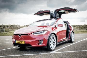 Tesla Model X krijgt 'Holiday Show'