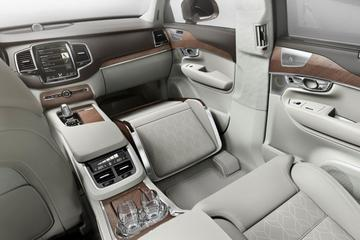 Volvo XC90 Lounge Console: languit achterin
