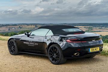 Aston Martin toont DB11 Volante