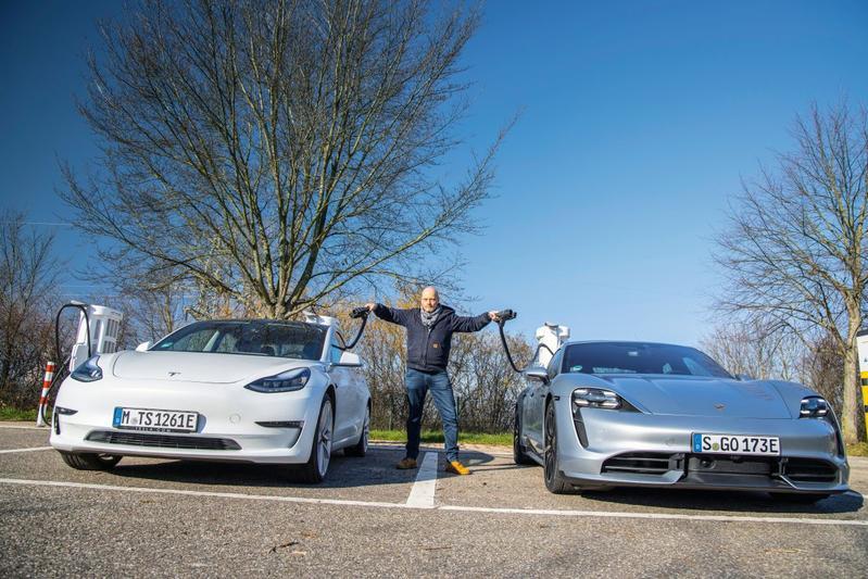 Laadduel Tesla - Porsche - Reportage