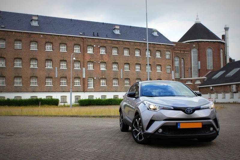 Toyota C-HR 1.8 Hybrid Bi-Tone (2016)