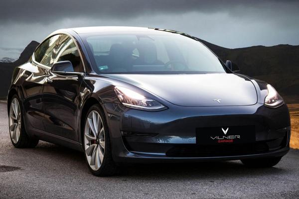 Vilner geeft Tesla Model 3 bijzonder kleurrijk interieur