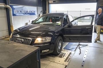 Audi A8 4.2 quattro - Op de Rollenbank