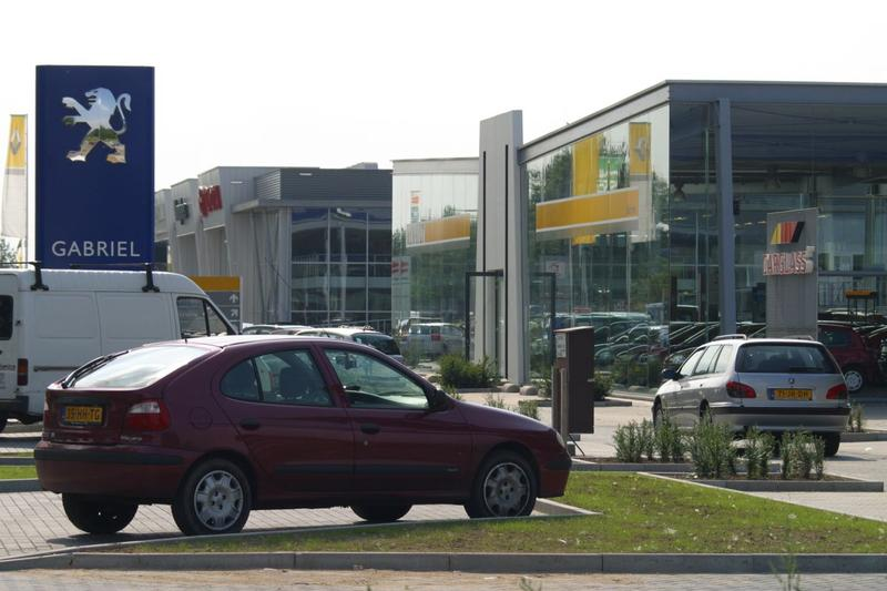 Grote voorraad dealers, voordeel voor autokoper