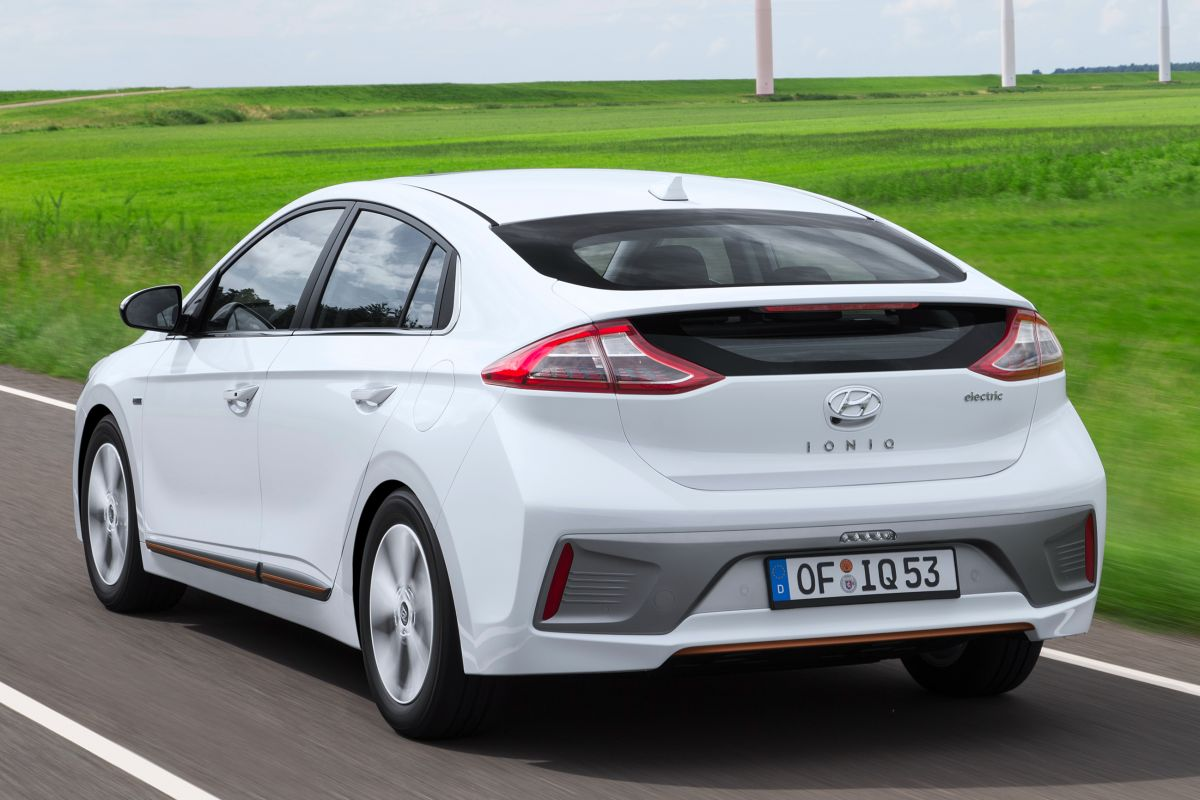 hyundai ioniq electric eerste rijtest. Black Bedroom Furniture Sets. Home Design Ideas