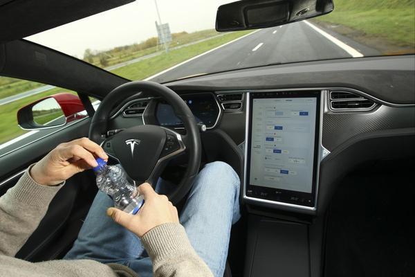Vertraging met software zelfrijdende Tesla's
