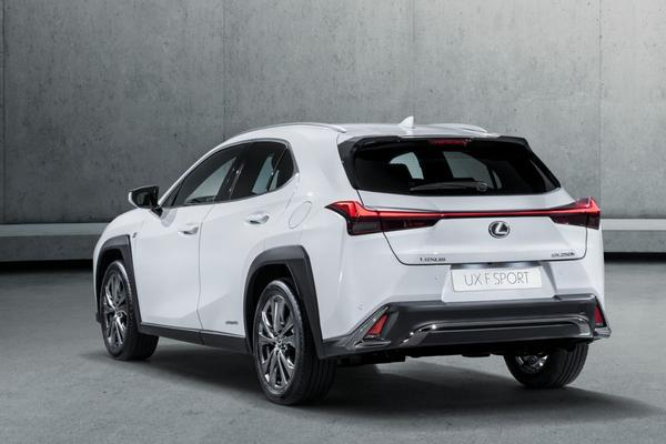 Dít is de Lexus UX!