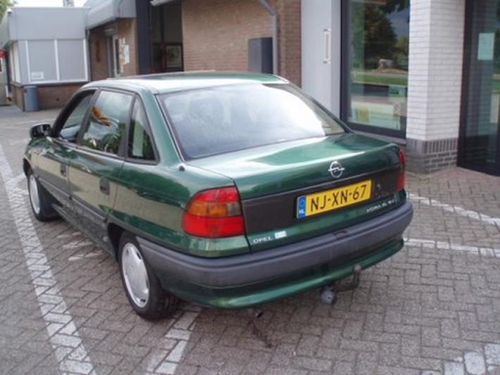 Opel Astra 1.6i-16V GL (1996)