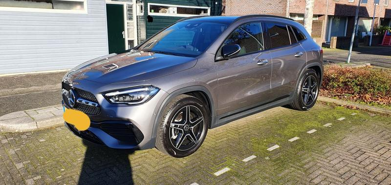 Mercedes-Benz GLA 200 Business Solution AMG (2020)