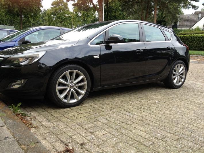 Opel Astra 1.6 Turbo Sport (2012)