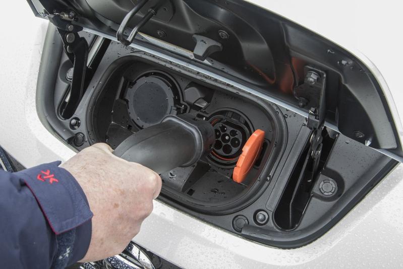 EV laden stekker plug-in opladen laadpaal elektris