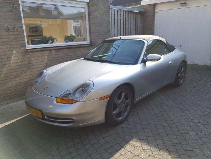 Porsche 911 Carrera Cabriolet (1998)