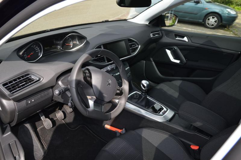 Peugeot 308 Blue Lease Premium 1.2 PureTech 130 (2015)