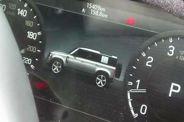 Land Rover Defender duikt op