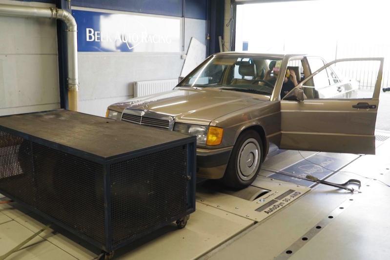 Mercedes-Benz 190 2.0 - Op de Rollenbank