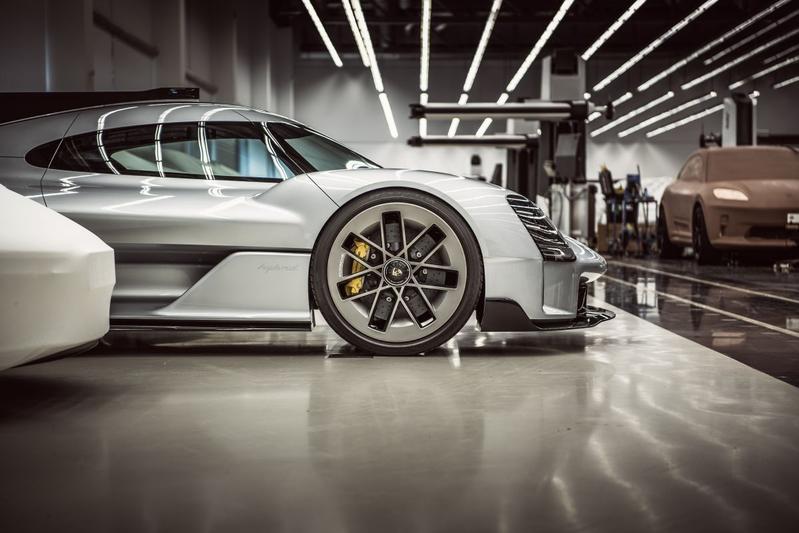 Porsche Taycan SUV