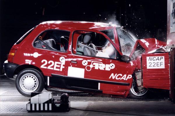 Nissan Micra crashtest Euro NCAP