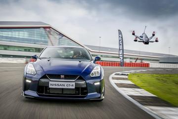 Vrijdagvideo: Nissan GT-R vs. GT-R Drone