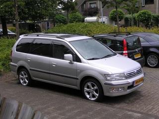 Mitsubishi Space Wagon 2.4 GLXi (2003)
