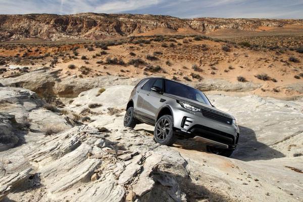 Land Rover gaat autonoom door het terrein