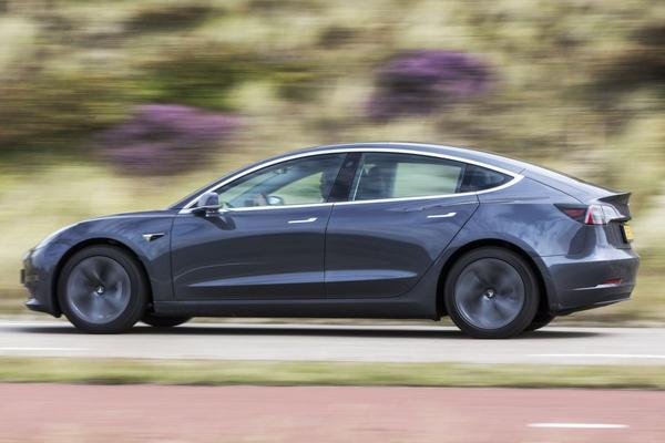 Tesla brengt personeelsbestand Gigafactory Nevada fors omlaag