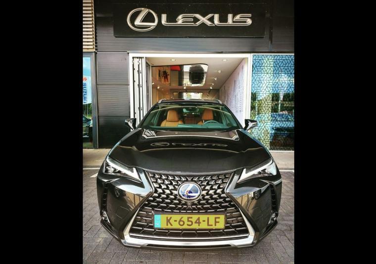 Lexus UX 300e Electric Executive (2020)