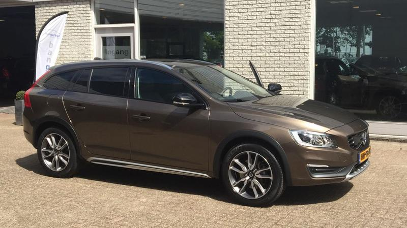 Volvo V60 Cross Country T5 Summum (2015)