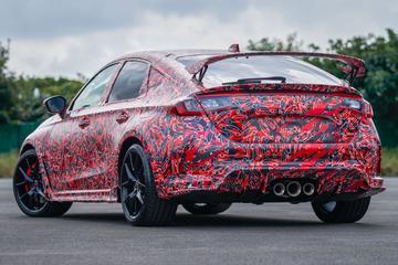 Nieuwe Honda Civic Type-R rolt ingepakte spieren