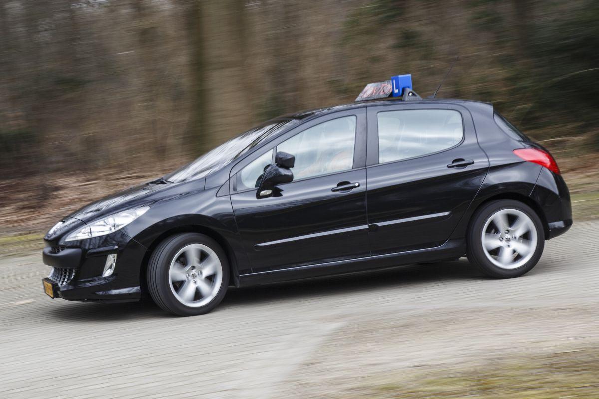 Peugeot 308 1.6 HDiF (2008) Klokje rond - AutoWeek.nl