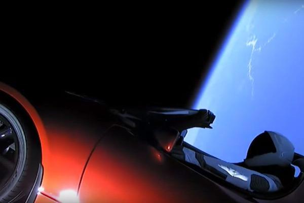 Tesla Roadster is eerste auto in de ruimte