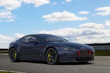 Aston Martin V8 en V12 Vantage als Red Bull Racing