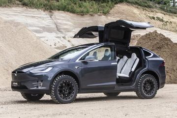 Tesla Model X opgeruigd door Delta4x4