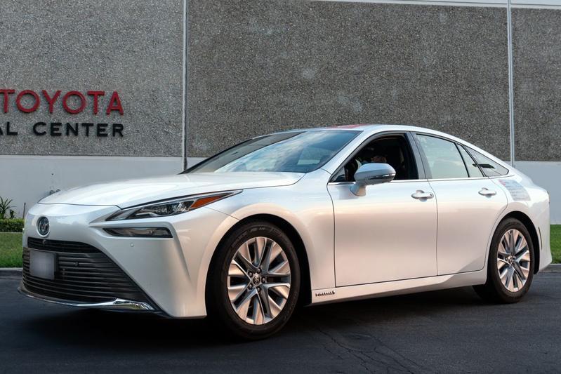 Toyota Mirai rijdt recordafstand van 1.360 kilometer op één tank