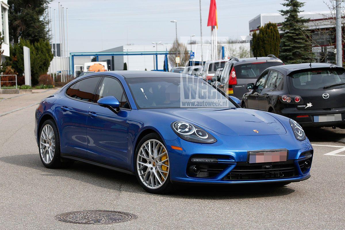 Porsche Panamera Laat Glimp Van Achterkant Zien