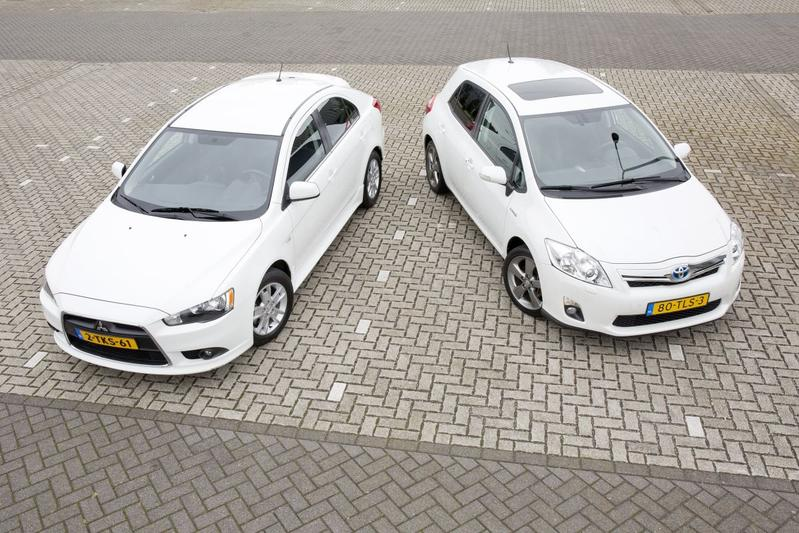 Toyota Auris Hybrid (2012) vs Mitsubishi Lancer (2014)