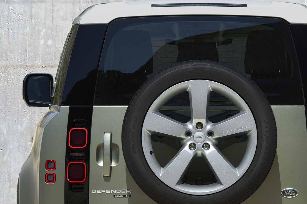 Land Rover Defender (2019) 13